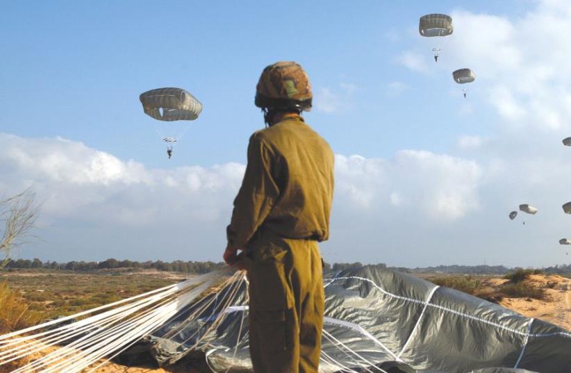 Égragyogás-Költő és Izrael nemzeti hőse – az izraeli hadsereg ejtőernyősei különleges ugrásra …