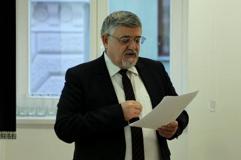 Hidvégi Máté: Oláh János professzor első jahrzeitjére (tisri 14)   Múlt és Jövő